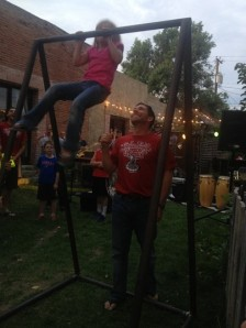 5yr old cranking out pull ups